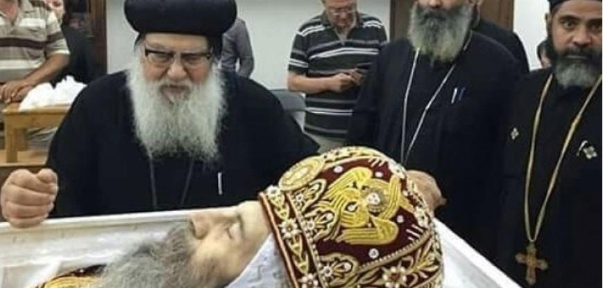 أساقفة الكنيسة الأرثوذكسية يترأسون صلوات جنازة الأنبا بيشوي