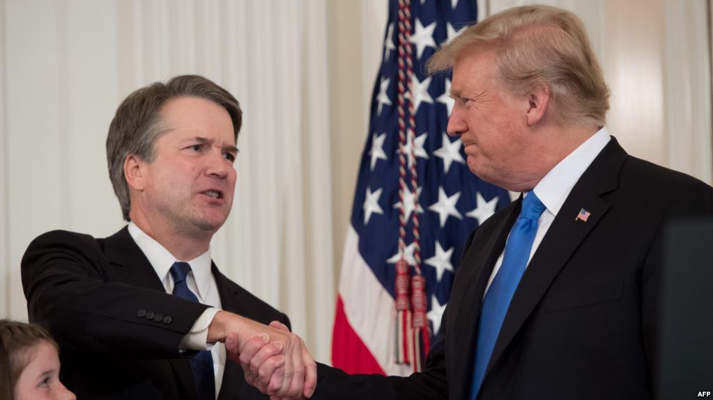 ترامب يتجه بقوة نحو الفوز بمعركة تثبيت كافانو في المحكمة العليا
