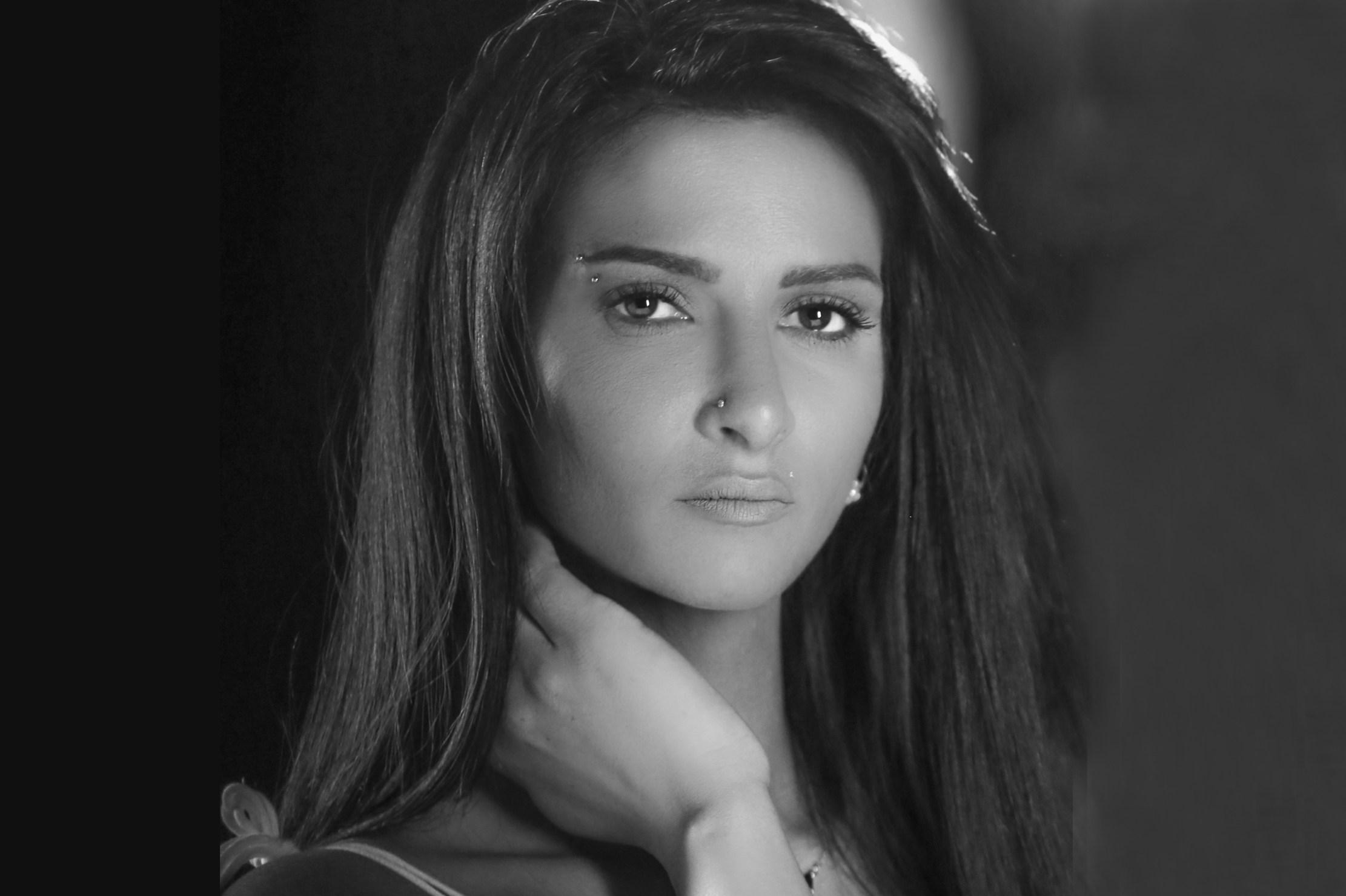 فيديو| الفنانة بسيم تطلق «بدي عيونك» أولى أغنياتها باللغة العربية
