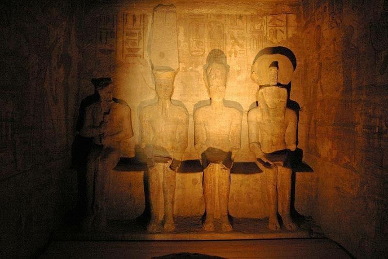 الشمس تتعامد على وجه تمثال رمسيس الثاني بأسوان لمدة 20 دقيقة