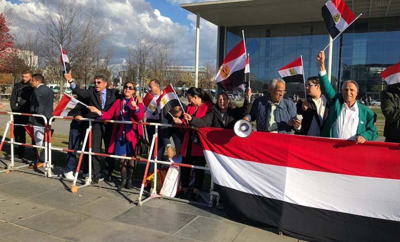 أبناء الجالية المصرية في ألمانيا ينظمون وقفة حب وتأييد للسيسي ببرلين
