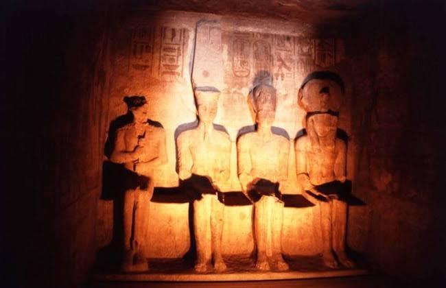 غدًا  | سفراء العالم يشهدون تعامد الشمس على الملك رمسيس الثاني