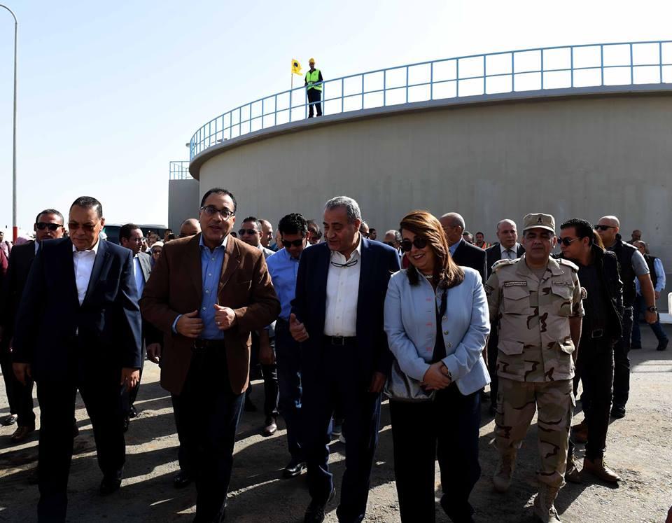صورر| مدبولي : الدولة تولى اهتمامًا كبيرًا بمشروعات الصرف الصحى في قرى مصر