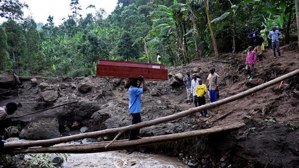 ارتفاع عدد ضحايا انهيار أرضي في أوغندا إلى 43 وبدء نقل السكان