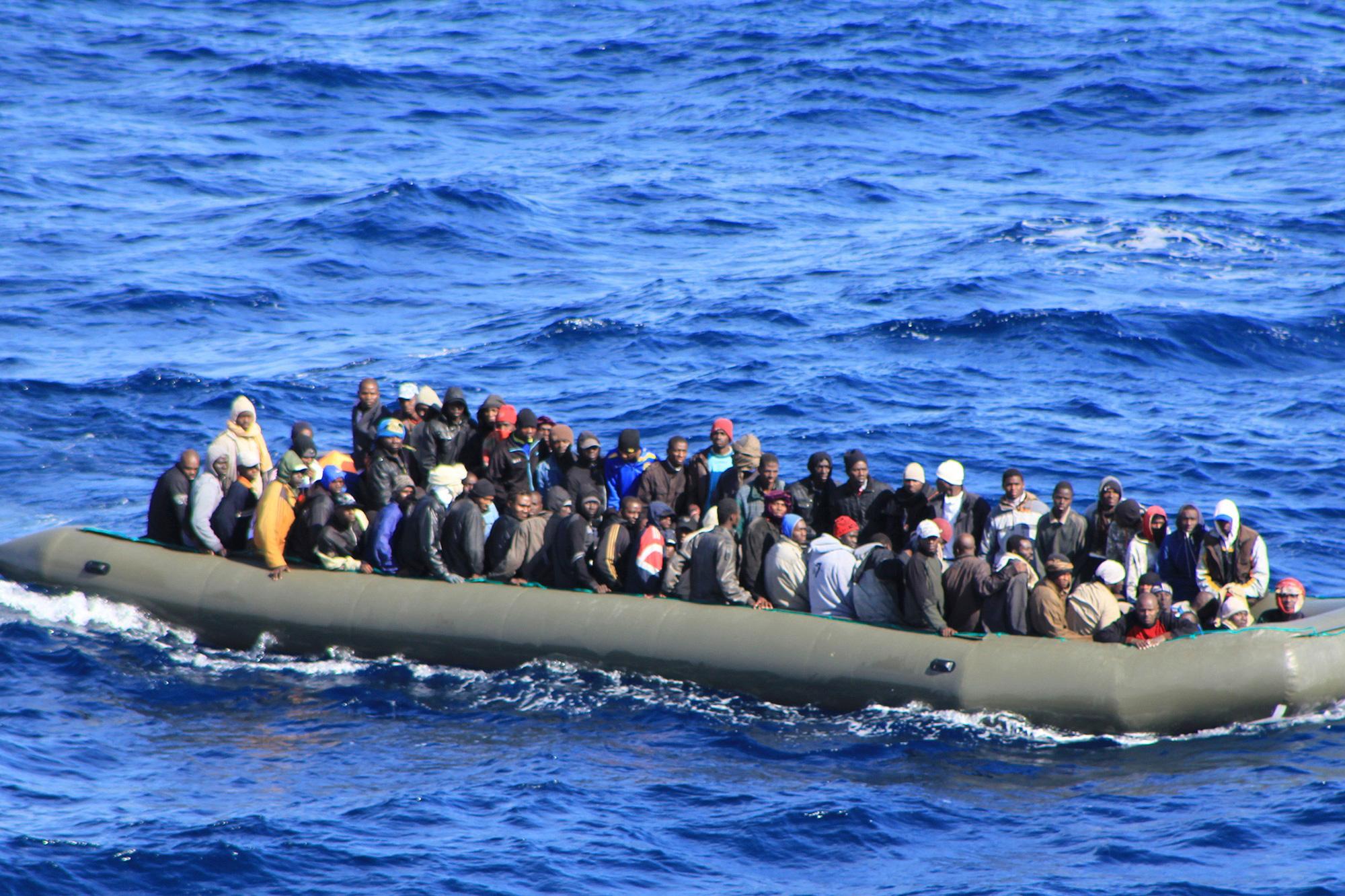 إسبانيا : سفينة الصيد التي أنقذت 12 مهاجرًا لا زالت تبحث عن مكان لإنزالهم
