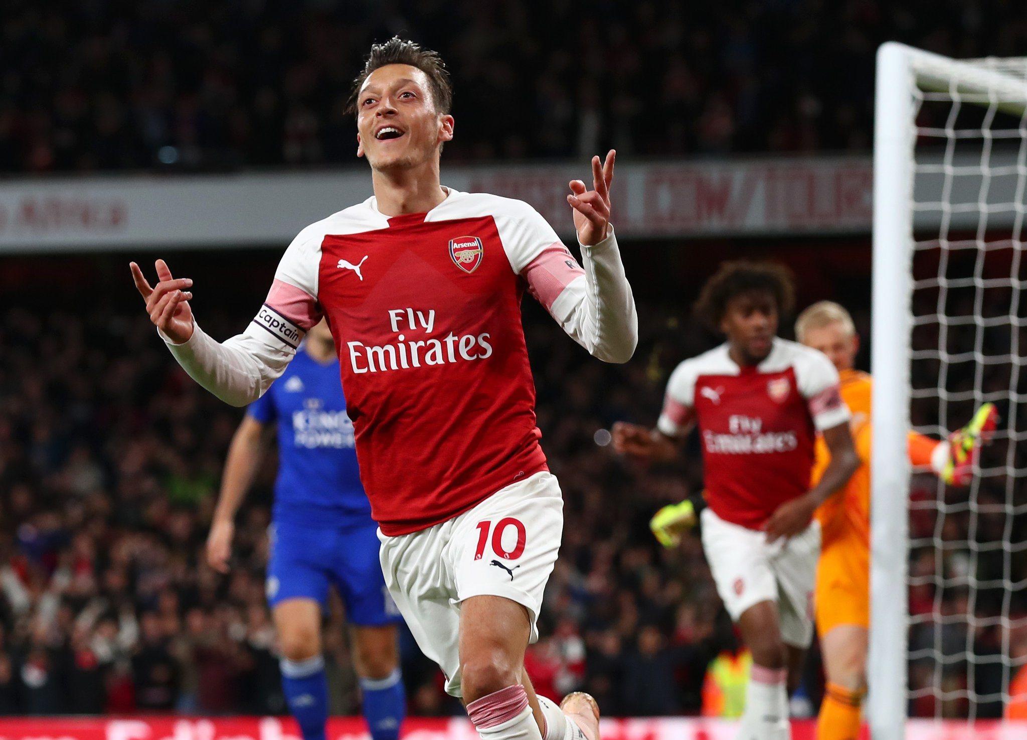 صور | أرسنال يفوز على ليستر بثلاثية ويقفز للمربع الذهبىفي الدوري الإنجليزي