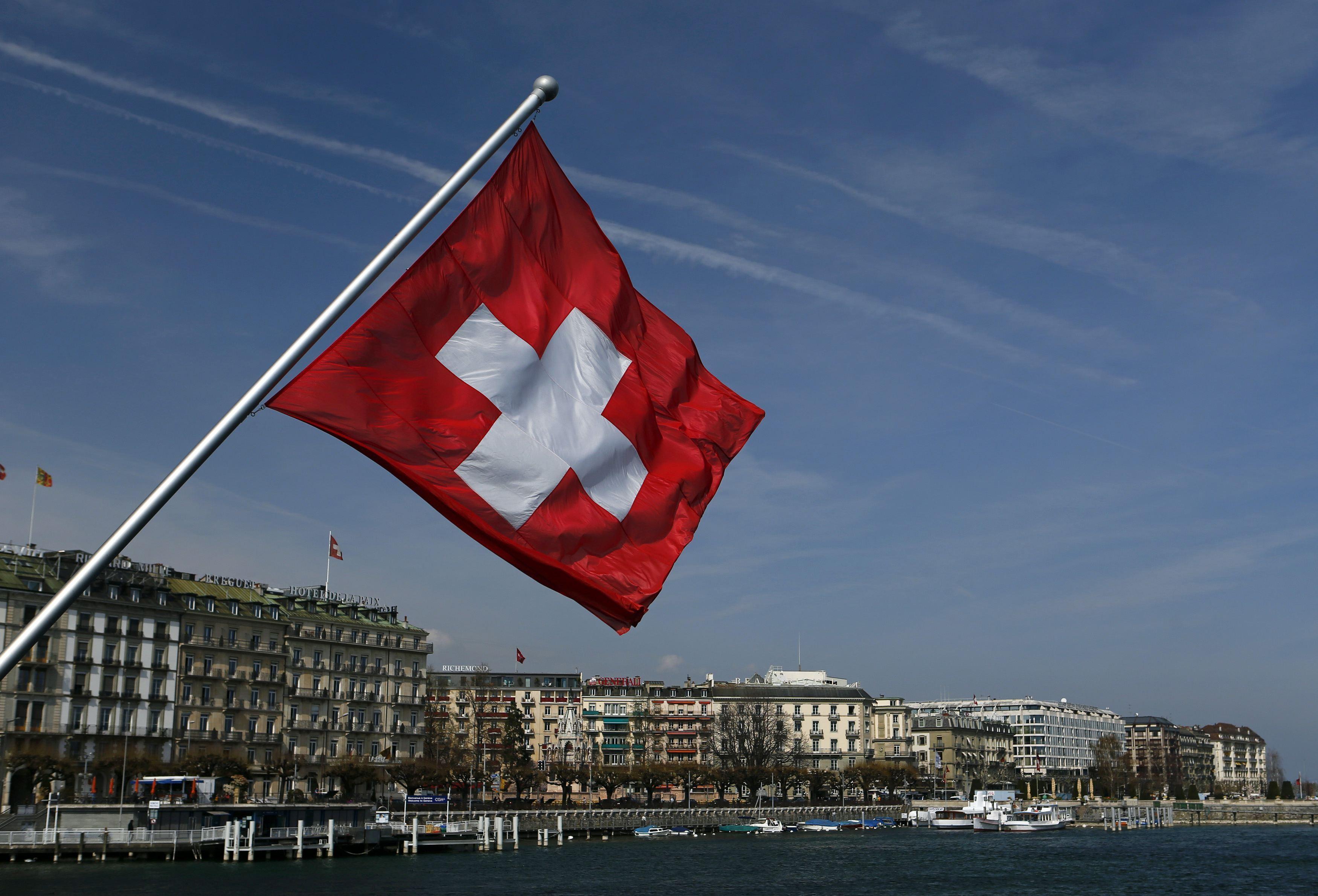 سويسرا تطوي صفحة السرية المصرفية مع التبادل الآلي للمعلومات