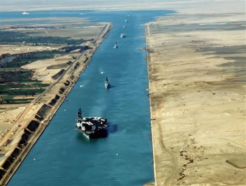 48 سفينة تعبر المجرى الملاحي لقناة السويس