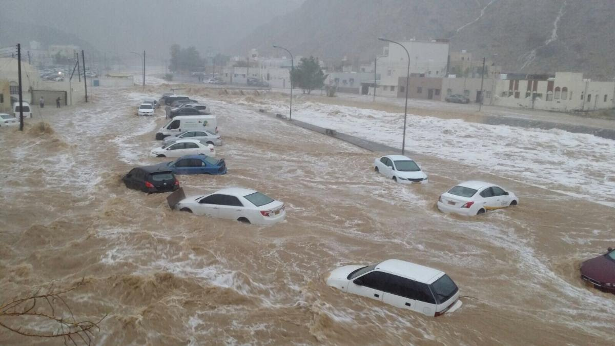 مسؤول يمني : إجلاء آلاف المتضررين من الفيضان بمساعدة التحالف