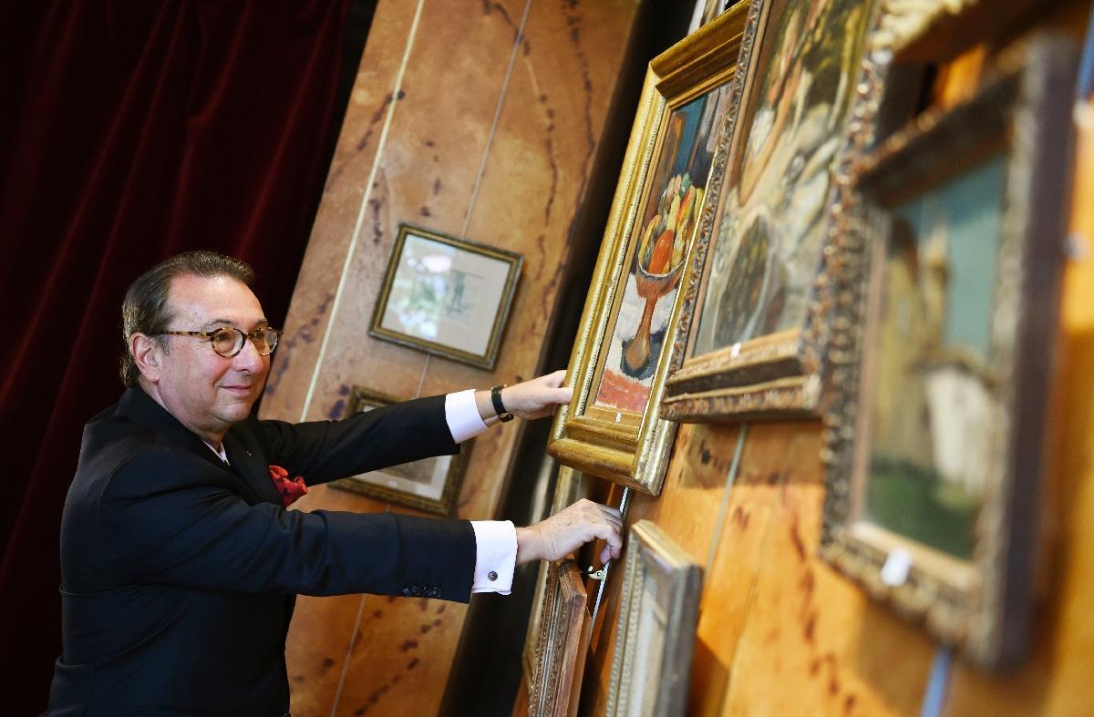 الممثل الفرنسي كليمنت كوجيتور يفوز بجائزة الرسام مارسيل دوشون