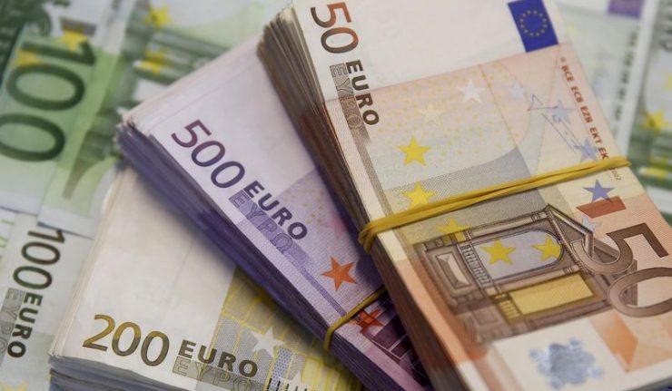 اليورو قرب أقل مستوى في شهر مع تنامي حالة الحذر