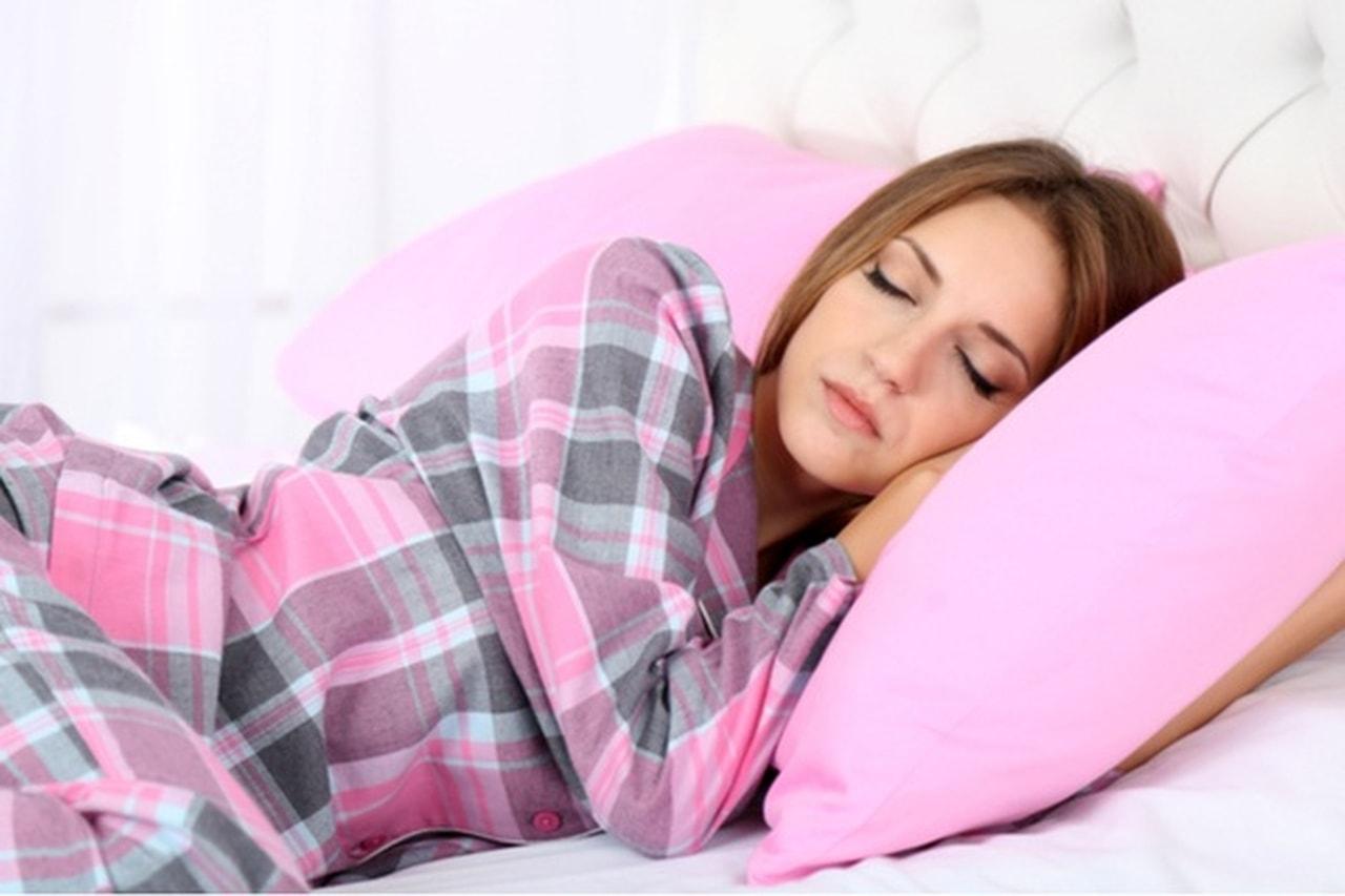 دراسة: توقف التنفس المفاجئ أثناء النوم عند النساء يزيد من خطر الإصابة بالسرطان