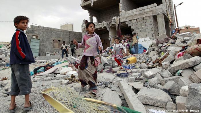 وزير المالية الكويتي تبحث مع اليمن جهود إعادة إعمار المناطق المتضررة