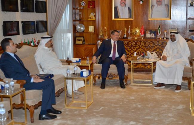 وزير الإعلام الكويتي يبحث مع أسامة هيكل التعاون مع الإنتاج الإعلامي