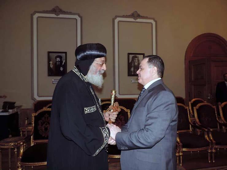 وزير الداخلية يزور البابا تواضروس لتقديم واجب العزاءعقب الثأر لشهداء المنيا