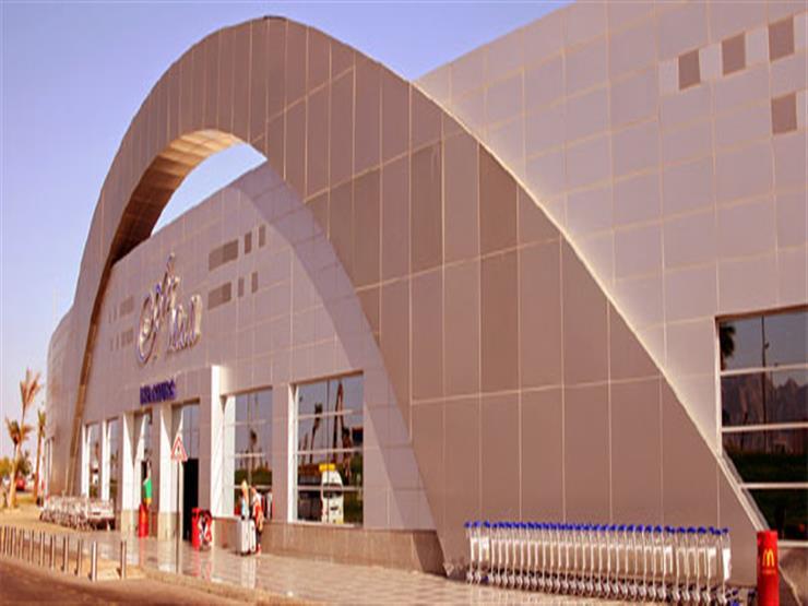 وصول أول رحلة طيران من أذربيجان إلى مطار شرم الشيخ