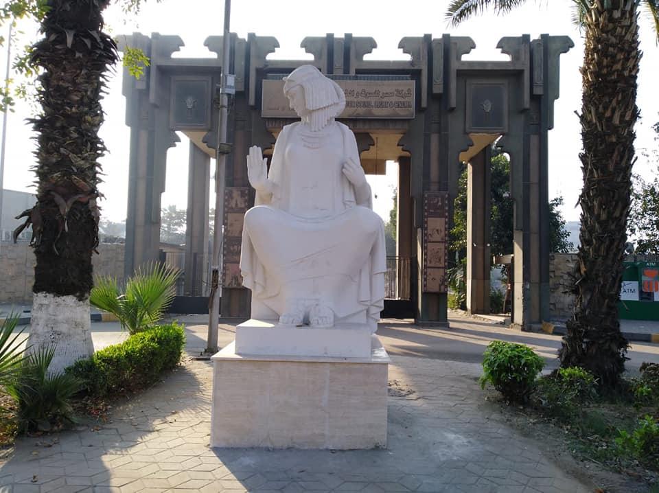 صور | وزارة الثقافة تنقذ تمثال الفلاحة وتعيد رونقه
