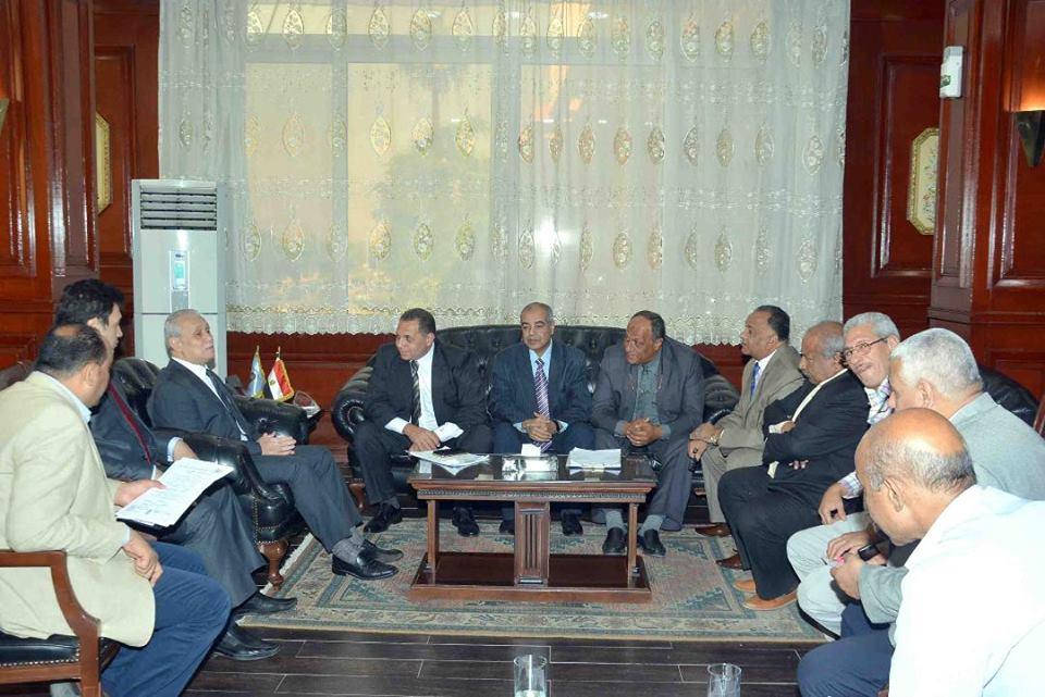 محافظ الأقصر يستعرض الجهود المبذولة لاستضافة البطولة العربية للكانوى والكياك