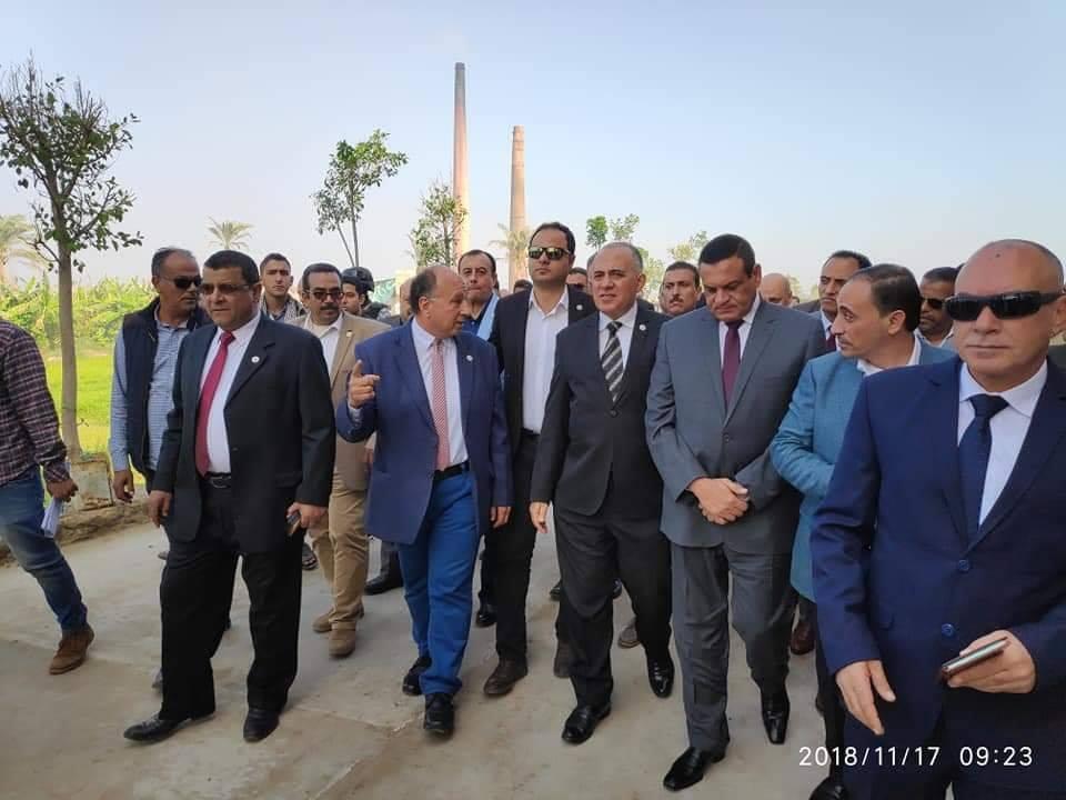 صور | وزير الرى ومحافظ البحيرة يفتتحان محطة صرف طابيه العبد برشيد