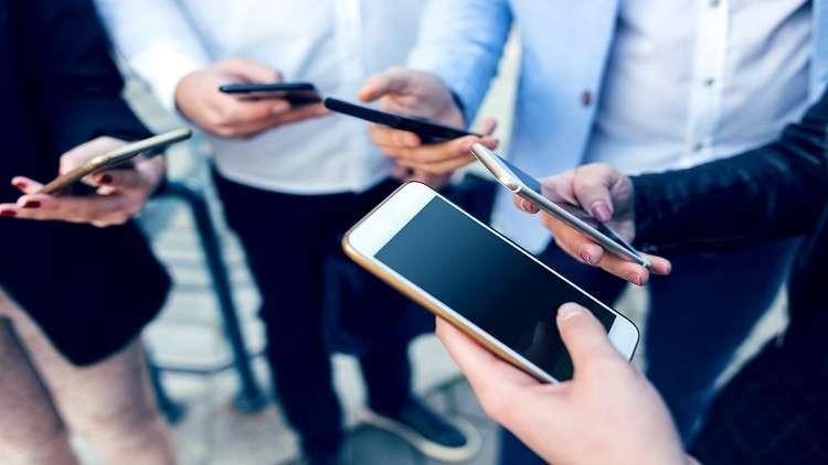 دراسة : مدمنو الإنترنت أشد عصبية وعنفا عند توقف التكنولوجيا الرقمية