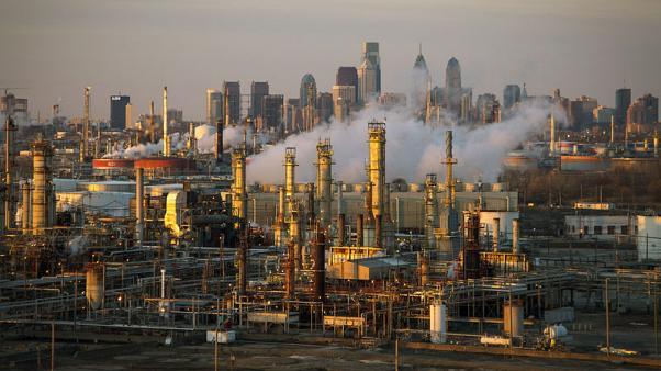 النفط يهبط 6% مع زيادة المخاوف بشأن الطلب بعد تراجع الأسهم
