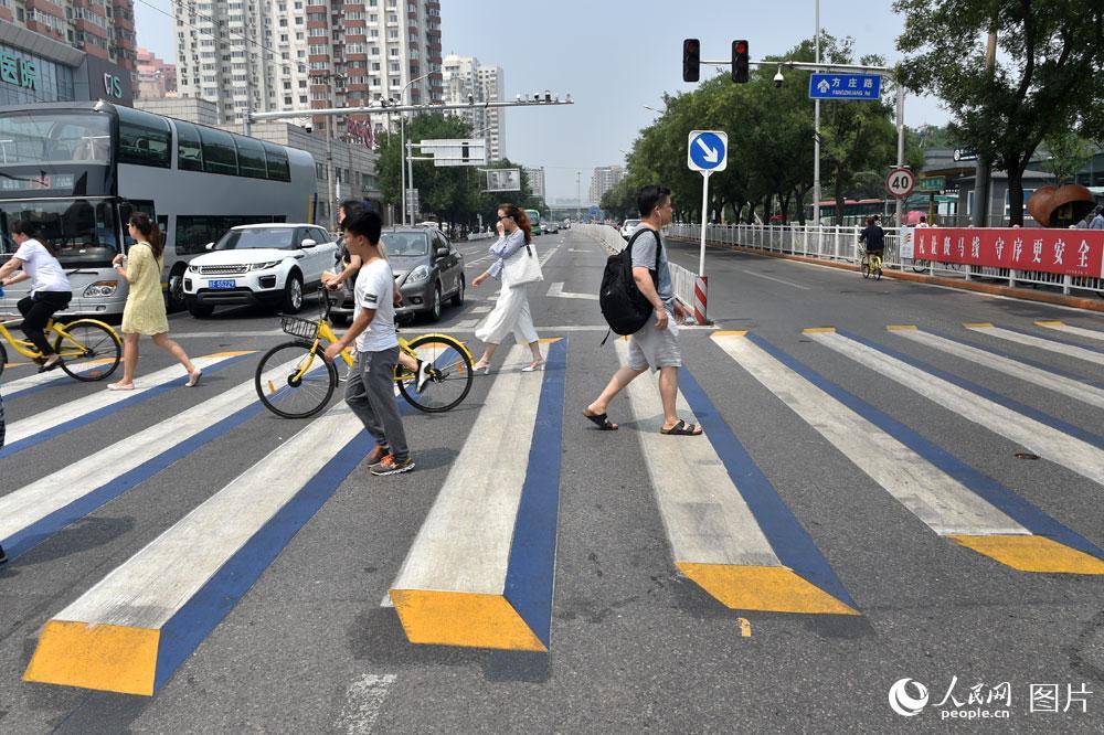 نقاط عبور مشاة ثلاثية الأبعاد في رومانيا لمنع الحوادث