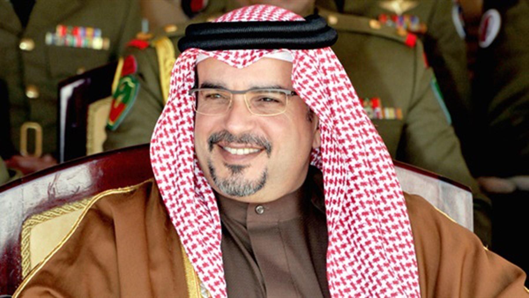 ولي العهد البحريني يبحث مع وزير الدفاع الأمريكي العلاقات الثنائية