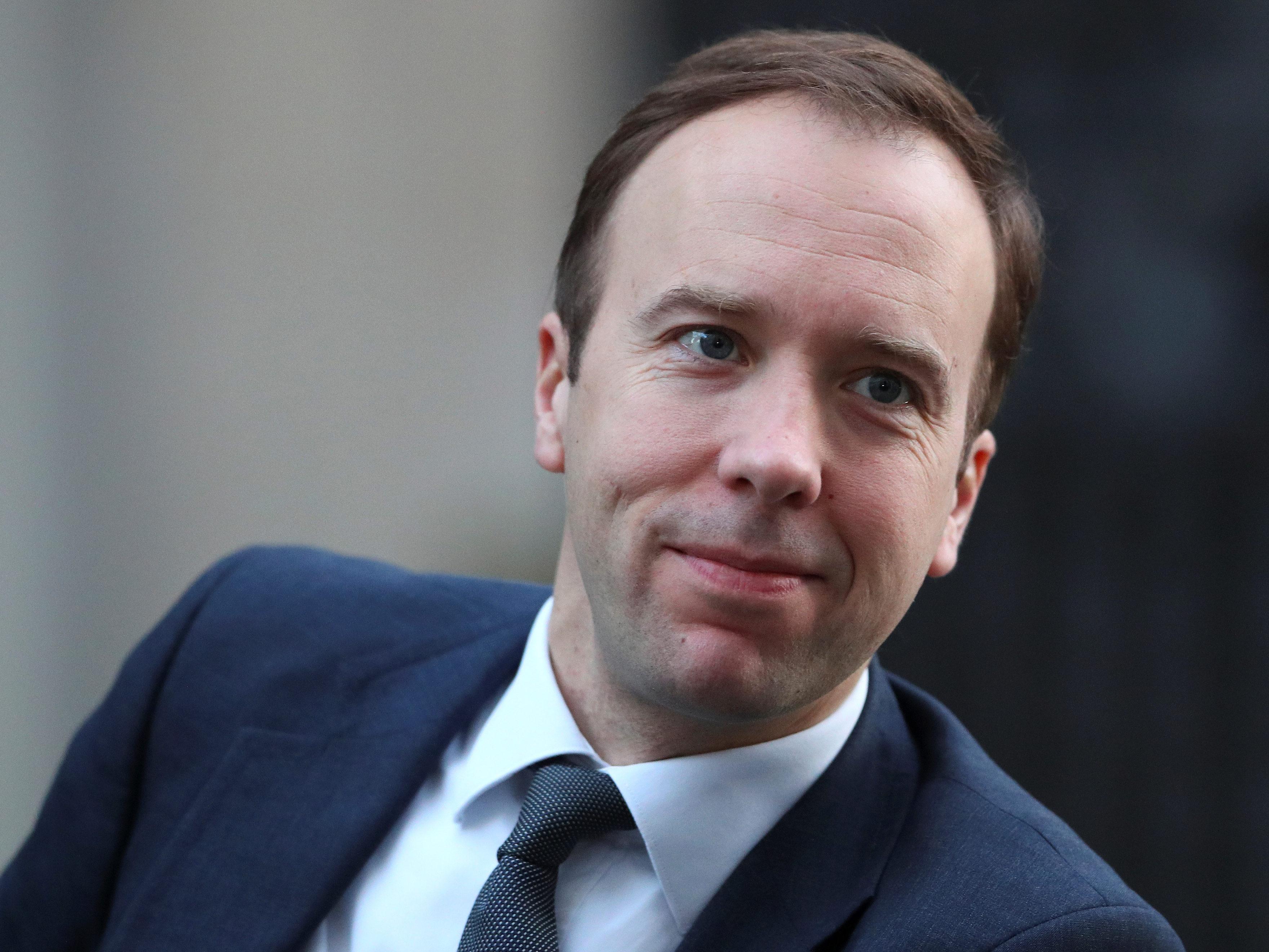 وزير الصحة البريطانى يحذر من إجراءات إغلاق واسعة حال موجة ثانية من كورونا
