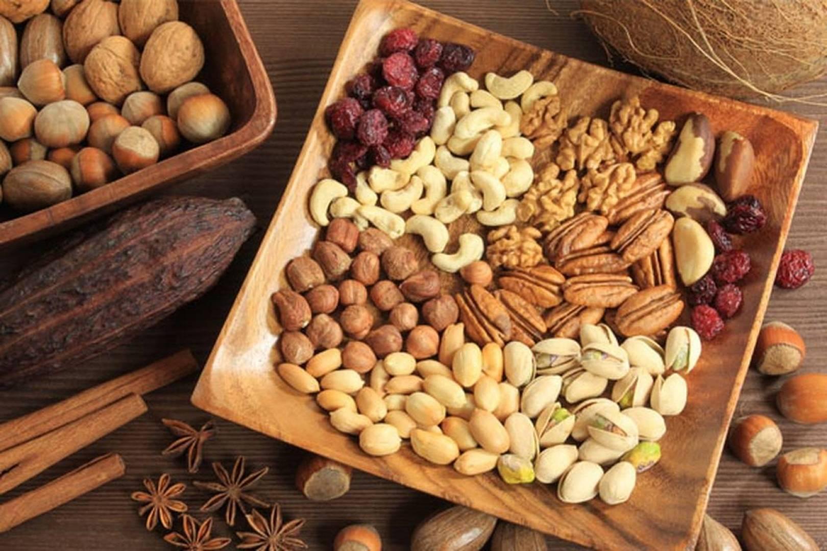 دراسة : تناول حصة يومية من المكسرات يحد من زيادة الوزن