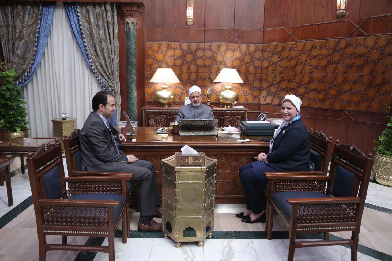 صور | منال العبسي تلتقي الإمام الأكبر لمناقسة القضايا المتعلقة بالمرأة