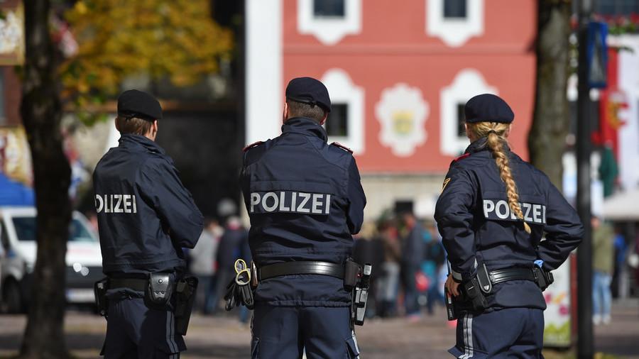 الشرطة النمساوية تلقى القبض على عدد من مهربى البشر بأحد فنادق فيينا