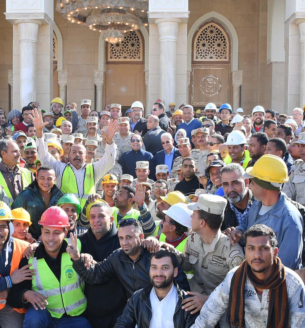 صور | الرئيس السيسي يتفقد عددا من المشروعات بـ العاصمة الإدارية الجديدة