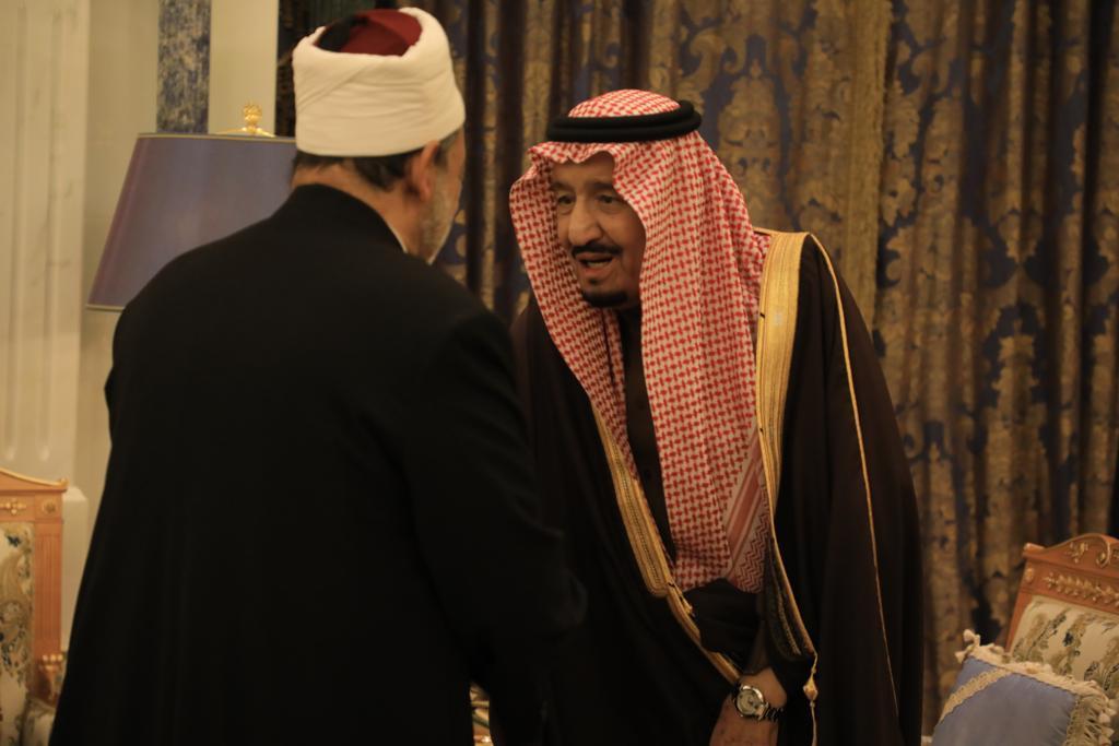 صور | إستقبال خادم الحرمين الشريفين لـ فضيلة الإمام الأكبر