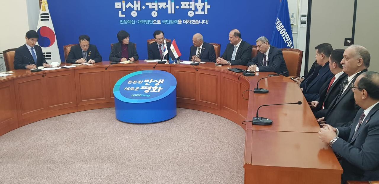 صور | رئيس مجلس النواب يلتقي رئيس الحزب الحاكم بـ كوريا الجنوبية