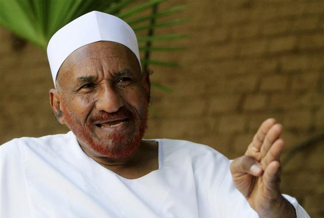 مدير جهاز الأمن والمخابرات الوطني :حكومة السودان ترحب بعودة الصادق المهدي لبلاده