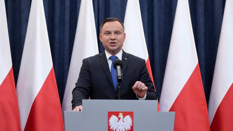 رئيس بولندا: الحياة ستعود إلى طبيعتها فى 2021 بسبب لقاحات كورونا