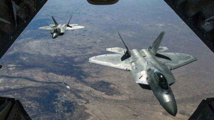 نيويورك تايمز : الولايات المتحدة تصعد هجماتها ضد طالبان لدفعها إلى السلام