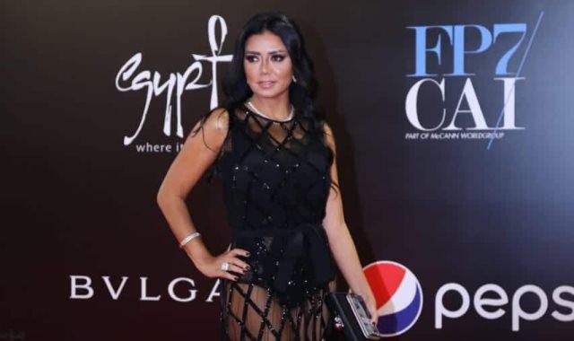 رنيا يوسف عقب أزمة الفستان : خانني التقدير وأؤكد تمسكي بقيم المجتمع المصري