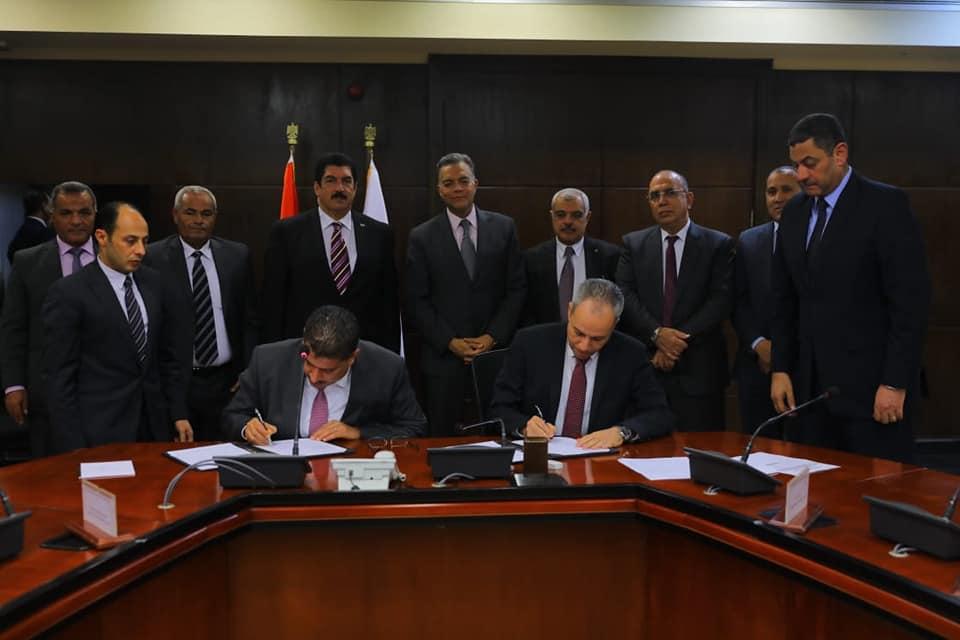صور | وزير النقل يشهد توقيع عقد الخدمات الاستشارية لامتداد الخط الثانى لمترو الأنفاق