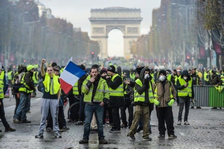 طلاب فرنسا يدعون لتنظيم مسيرات احتجاجية لعدم استجابة الحكومة لمطالبهم