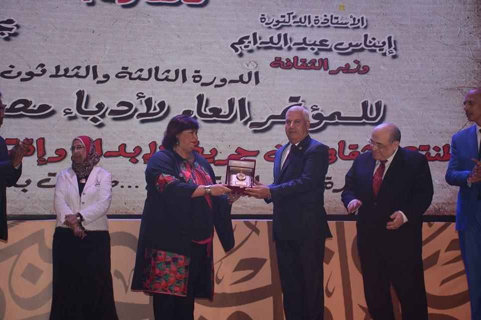 صور | وزيرة الثقافة و محافظ مطروح يفتتحان مؤتمر أدباء مصر فى دورته الثلاثة والثلاثون
