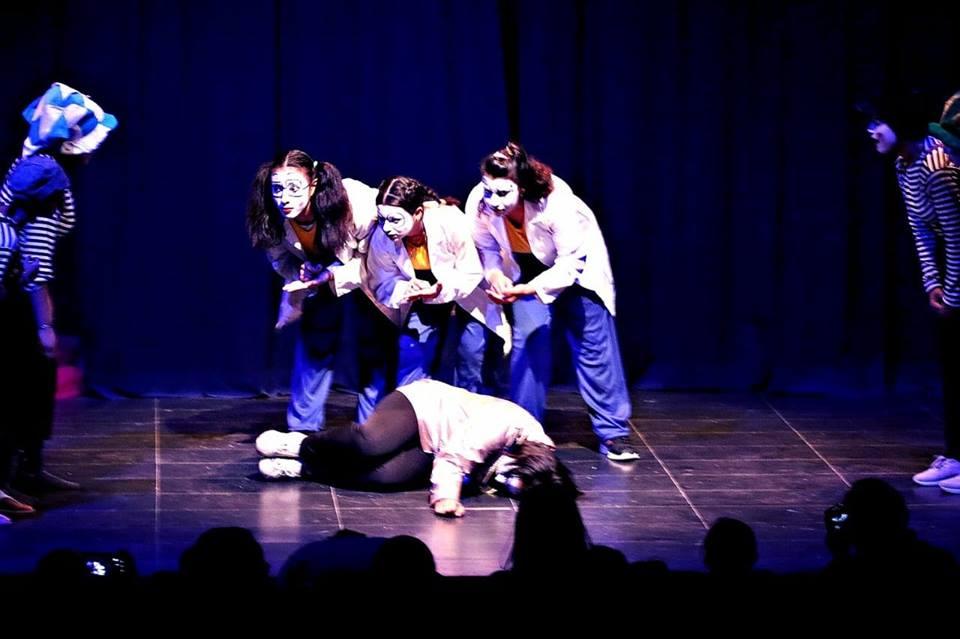 صور   «فيتات العجوزة» يقدمن عرض رقص بانتومايم في المركز الفرنسي