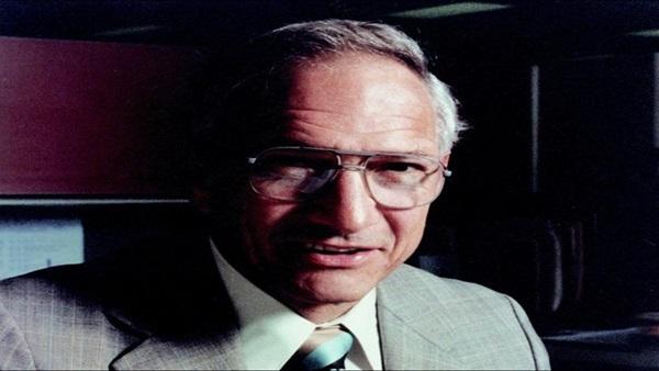 وفاة الناقد الفني الأمريكي روبرت مويس عن عمر ناهز 87 عامًا