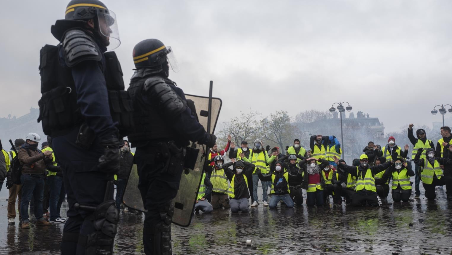 فرنسا: اشتباكات بين الشرطة ومتظاهرين خلال مسيرات عيد العمال في باريس