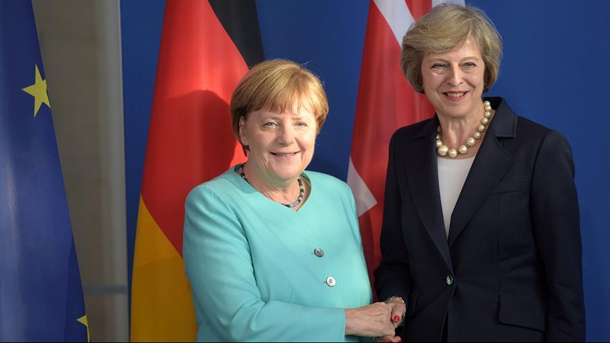 المستشارة الألمانية تبحث مع رئيسة الوزراء البريطانية اليوم اتفاق بريكست فى برلين
