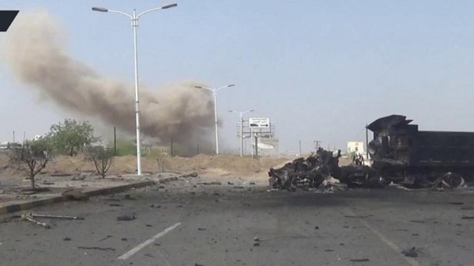 ميليشيات الحوثي تقصف مركز سيتي ماكس التجاري في الحديدة وتدمره بالكامل