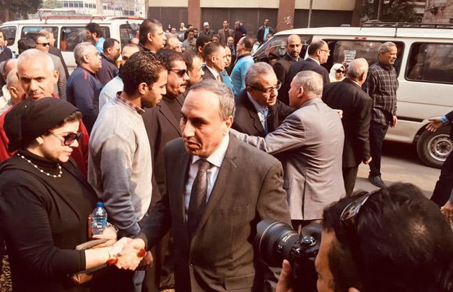 صور   المئات يشيعون جثمان الكاتب الصحفى إبراهيم سعدة من مسجد عمر مكرم