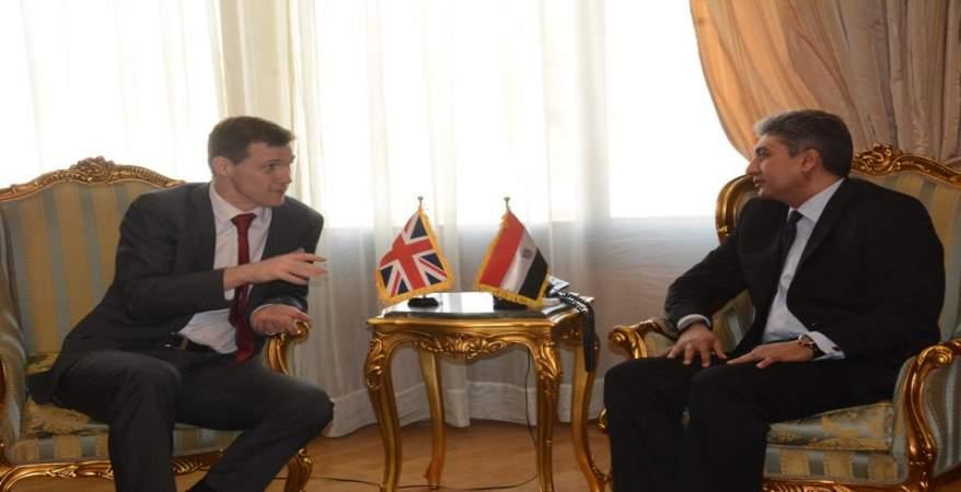وزير الطيران المدني يبحث مع السفير البريطاني تبادل الخبرات