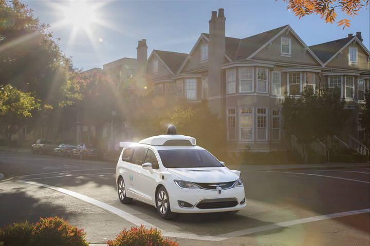 شركة «Waymo» تطلق أول خدمة تاكسي بسيارات ذاتية القيادة