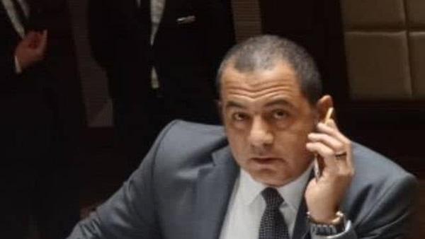 الحسيني الكارم يطالب المسؤولين أن يتخذوا الرئيس السيسي قدوة لهم